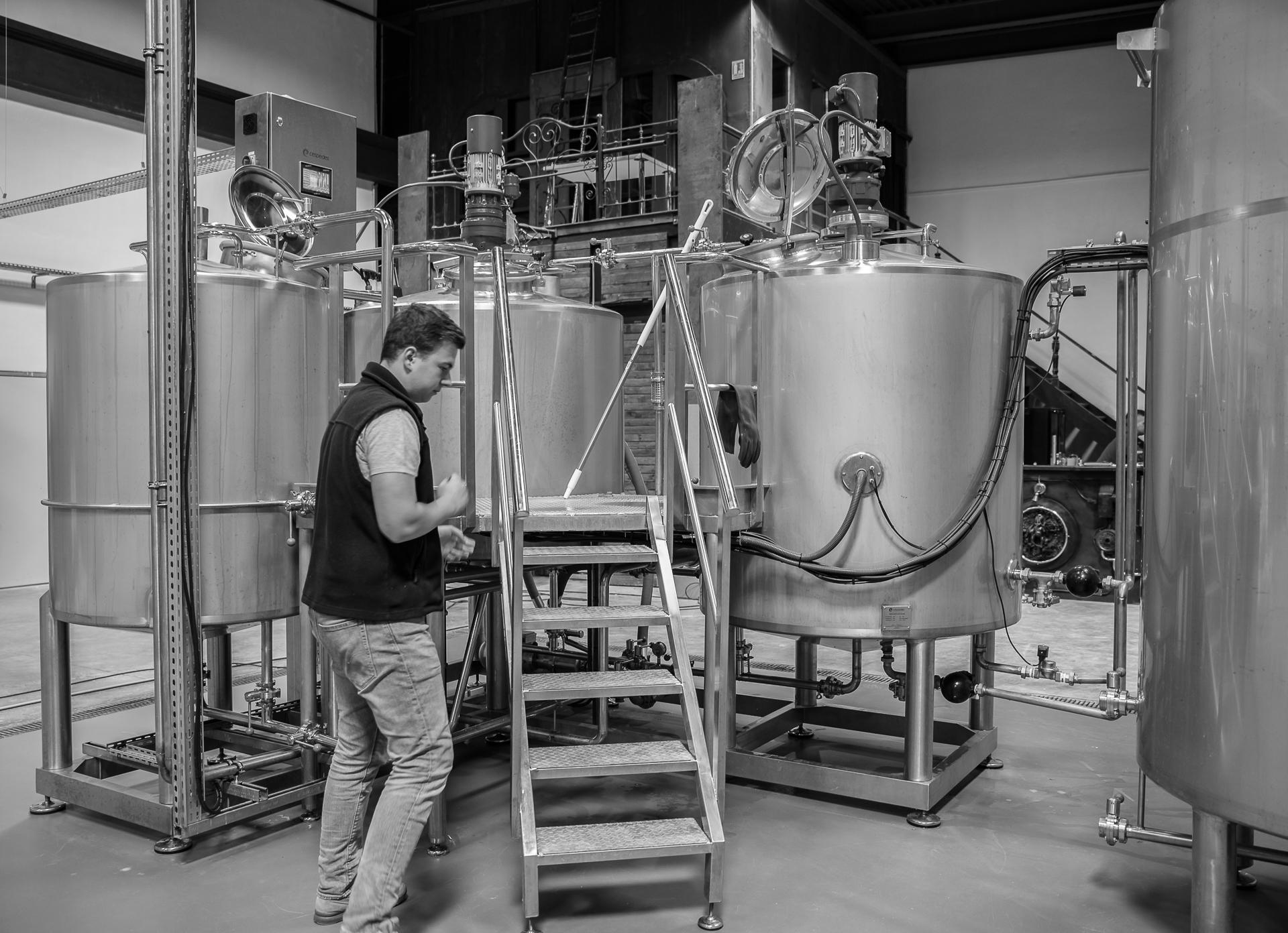 Brasserie La Fabrique des GrÔ - bières artisanales - Aller Thibaut... au brassin !